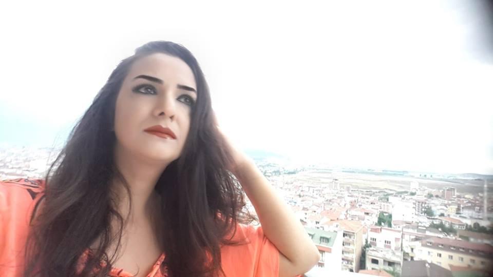 """Keçər o inilti – <span style=""""color:red;"""">Şəbnəm Karslıdan Yeni Şeirlər"""