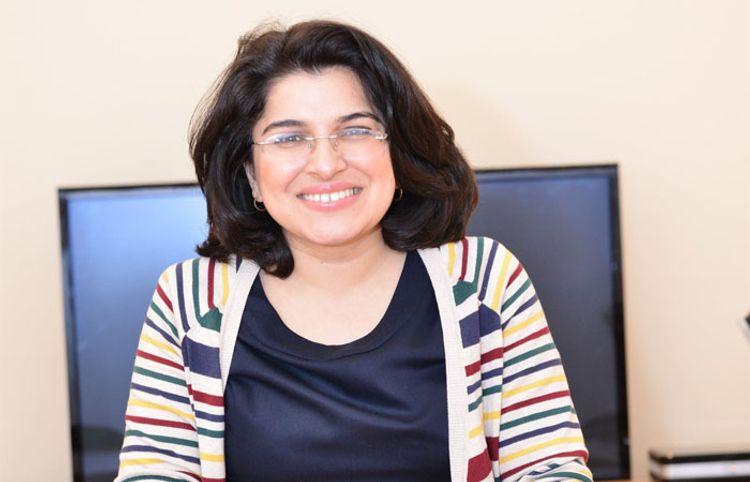 """Beynəlxalq festivalda qalib olan yazıçımız: """"Özümdən də küsmüşdüm"""""""
