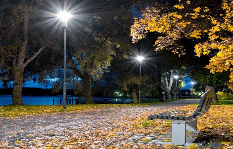 Payız axşamına baş qoyub uyuyur şəhər - Valeh Bahaduroğlunun şeirləri