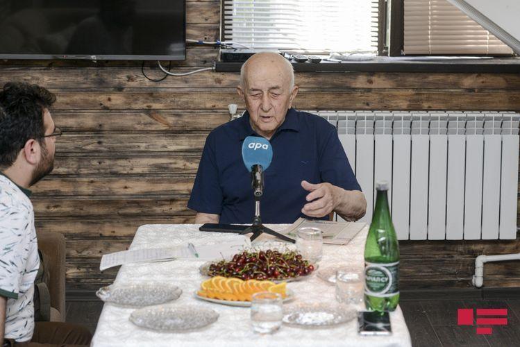"""Ailə üzvləri: """"Asəf Zeynallının məzarının köçürülməsini istəyirik"""" - Müsahibə"""