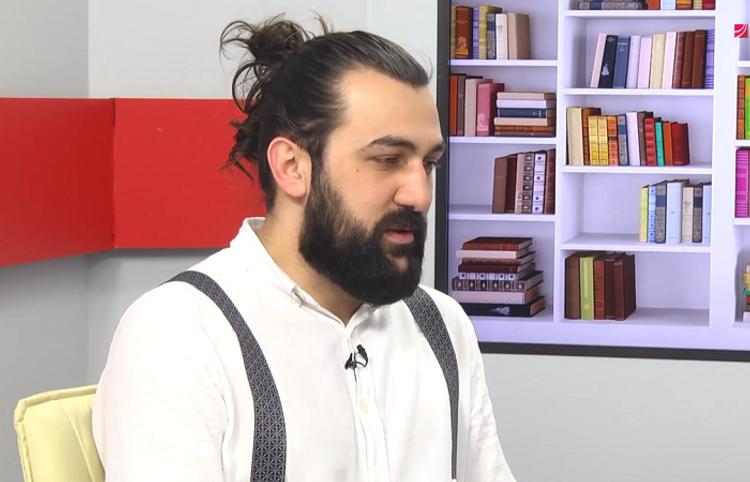 Kişi qoxusundan ətir hazırlayan azərbaycanlı ətriyyatçı ilə video söhbət