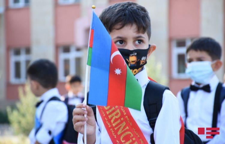 Pandemiya uşaqları, şagirdinə qoşulub ağlayan direktor: İlk dərs günündən reportaj – Fotolar