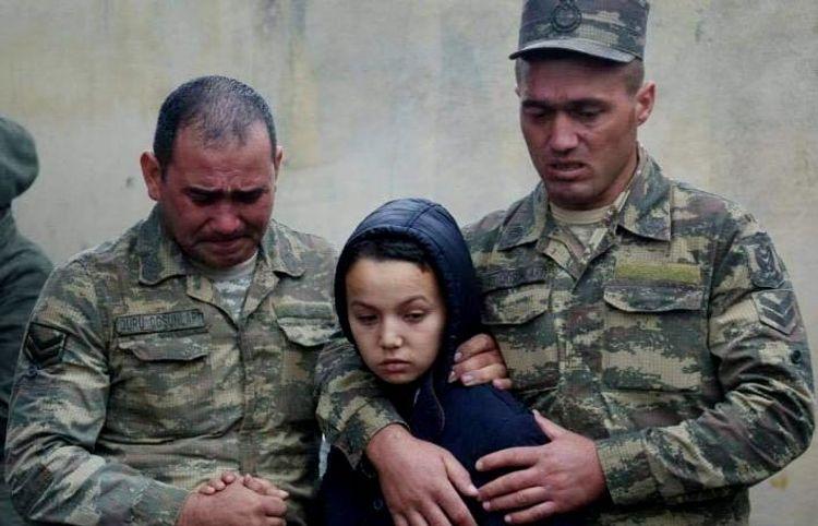Şəhid oğlunun fotosu və Beynəlxalq Sülh Günü