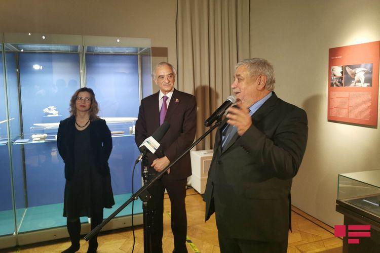 Moskvada Azərbaycanın Xalq rəssamının sərgisi açılıb - Fotolar