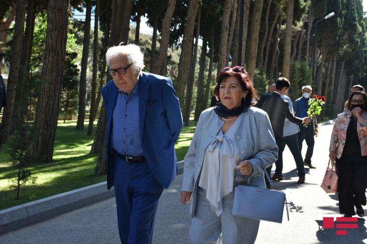 Üzeyir Hacıbəylinin məzarı ziyarət olunub - Fotolar