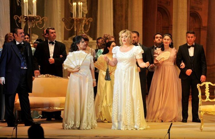 """""""Traviata"""" operası nümayiş olundu"""