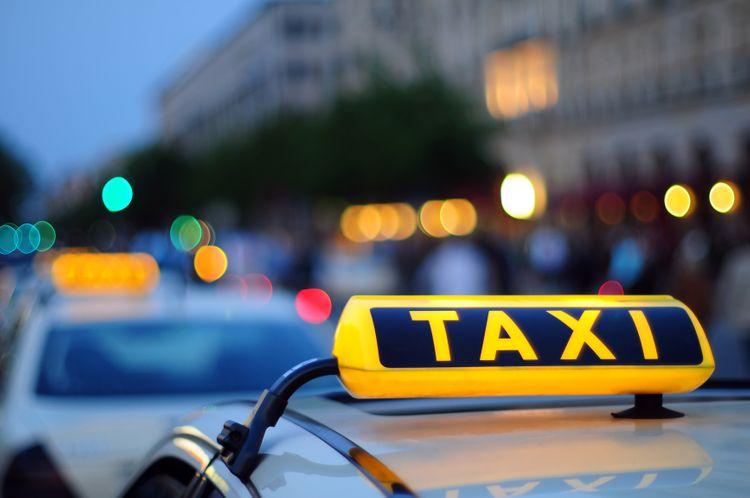 Müharibə xəbərinə özünü itirən taksi sürücüsü